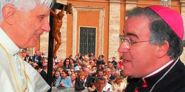 Comunicació de Mons. Saiz Meneses amb motiu de la renúncia del sant Pare