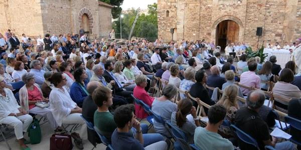 Mons. Saiz Meneses va celebrar la Missa en el recinte de les esglésies de Sant Pere i inicià d'aquesta manera l'Adoració perpètua a la ciutat de Terrassa.
