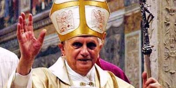 El Papa Benet XVI anuncia la seva renúncia