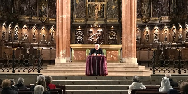 El Sr. Bisbe pronuncia la primera conferència quaresmal