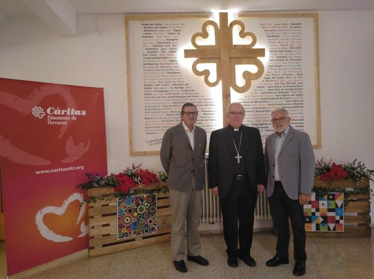 Mons. Saiz Meneses amb el Sr. Francesc Llonch a la seva dreta i el Sr. Salvador Obiols a la seva esquerra