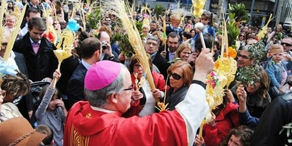 Mons. Saiz Meneses presideix el Diumenge de Rams a la Catedral