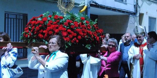 Mons. Saiz Meneses presideix la festa de la Santa Cruz del Voto de Canjáyar
