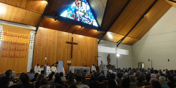 Mons. Saiz Meneses celebra el Rosario de Mayo